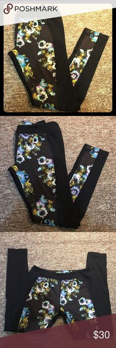 Cynthia Rowley Flower Leggings In great condition! Super comfortable and fitting. Cynthia Rowley Pants Leggings