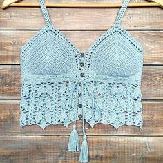 🥰 Se gostou, curta a foto e nos siga! Débardeurs Au Crochet, Crochet Tunic, Crochet Borders, Crochet Braids, Crochet Clothes, Hand Crochet, Crochet Bikini, Crochet Tank Tops, Crochet Summer Tops