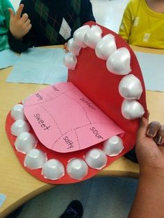 Use egg cartons as teeth. Can also be used for dental hygiene le… 5 senses Taste. Use egg cartons as teeth. Can also be used for dental hygiene lesson Visit: www.survivingkind… for more ideas! Kid Science, Kindergarten Science, Teaching Science, Science Activities, Science Projects, Human Body Activities, Teeth Projects For Kids, Craft Projects, Space Activities