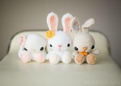 Kijk wat ik gevonden heb op Freubelweb.nl: een gratis hakpatroon van All about Ami om deze leuke konijntjes te maken https://www.freubelweb.nl/freubel-zelf/gratis-haakpatroon-konijn-5/