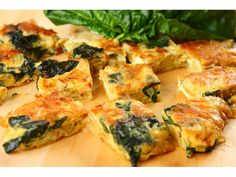 TAPAS: Tortilla ze szpinakiem i orzeszkami piniowymi