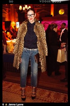 Le Fashion: Jenna Lyons Masters How To Style A Leopard Print Coat Le Fashion waysify Fashion Moda, Look Fashion, Womens Fashion, Look 2015, Jenna Lyons, Style Parisienne, Leopard Print Coat, Leopard Prints, Animal Prints