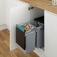 Pull-out recycling bin - for under sink in kitchen? Under Sink Bin, Under Sink Storage, Diy Kitchen Storage, Recycling Storage, Recycling Containers, Kitchen Waste, New Kitchen, Kitchen Ideas, Kitchen Bins