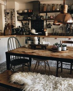 Hygge For Home - Interior - Living - Inspiration . - Hygge For Home – Interior – Living – Inspiration - Dining Table In Kitchen, Kitchen Decor, Cosy Dining Room, Cosy Kitchen, Steel Dining Table, Küchen Design, House Design, Design Ideas, Apartment Kitchen