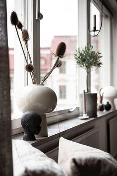 Window Sill Decor, Zen Home Decor, Neutral Bedrooms, New Room, Beautiful Interiors, Room Interior, Bedroom Decor, Living Room, Windows