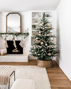 King Noble Fir Artificial Christmas Tree with 400 Warm White LED Lights - Weihnachten Dekoration Noble Fir Christmas Tree, Cozy Christmas, All Things Christmas, Christmas Holidays, Minimalist Christmas Tree, Christmas Fireplace, Rustic Christmas, Christmas Tree Simple, Live Christmas Trees