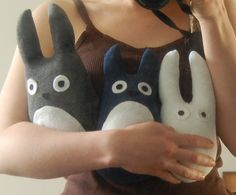 How to sew a little Totoro from a sock! I love Totoro! Sock Crafts, Felt Crafts, Crafts To Make, Diy Crafts, Softies, Plushies, Diy Plushie, Plush Craft, Simple Anime