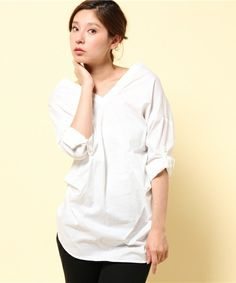 Pullover in 100% cotton by JohnBull - comes in this white or blue pin stripes. Love the kimono-like collar...!