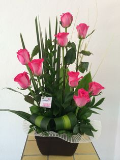 Origin, Belief and Care of Red Roses – Ideas For Great Gardens Valentine Flower Arrangements, Tropical Flower Arrangements, Church Flower Arrangements, Rose Arrangements, Church Flowers, Valentines Flowers, Beautiful Flower Arrangements, Funeral Flowers, Tropical Flowers