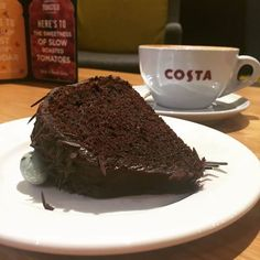 Who's tried the new Bundt Cake yet? At only 275kcals it's a treat you can't miss out on! Costa Coffee  #MyMorningJustBegin