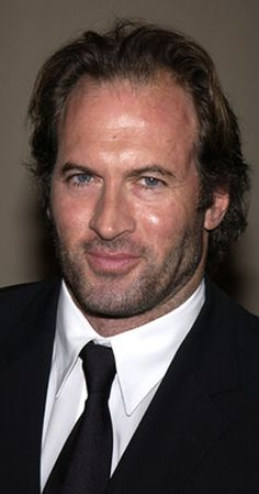 """Scott Patterson, Actor: Gilmore Girls. An accomplished actor in film, television and theater, Scott Patterson is well known to television audience from his seven seasons as diner owner Luke Danes in the hit series """"Gilmore Girls."""" Patterson now brings his many talents to the network's new comedy """"Aliens In America,"""" playing Gary Tolchuk, the aspiring entrepreneur dad of a Wisconsin family whose lives are turned upside down by the ..."""