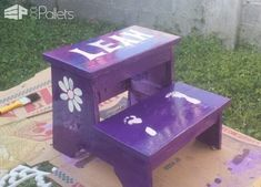 #Bathroom, #HomeAccessories, #RecyclingWoodPallets Here's a brilliant idea - a Children's Pallet Step Stool! It's cute, sturdy, and with a fun paint scheme, it's sure to entice those young ones to wash their hands and brush their teeth!  Children's Pallet Step Stool - Make the bathroom, kitchen,