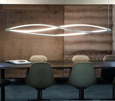 With a delicate and elegant shape, the In the Wind Suspension Light by NEMO embraces the flexibility of LED technology.