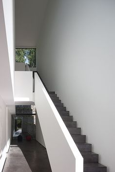 Our 30 years of experience allow us to work in several fields such as residences, office and commercial buildings, as well as museums and galleries. Staircase Architecture, Stairs And Staircase, Stair Handrail, House Stairs, Staircase Design, Grand Staircase, Interior Architecture, Staircases, Railings
