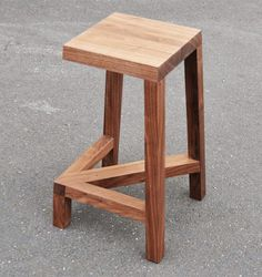 The Legless Bar Stool is a cleverly designed wooden stool that--from certain angles--looks uncannily like it is missing a leg. Wood Furniture, Furniture Design, Wood Stool, Diy Holz, Take A Seat, Wood Design, Chair Design, Wood Projects, Wood Crafts