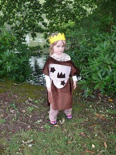 P1180567 by herewearetogether, via Flickr, easy to make knight's robe that can be done with preschooler helping