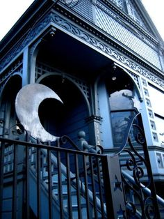 Beautiful.  I love the blue color and the crescent moon on it. I'd love to live here.