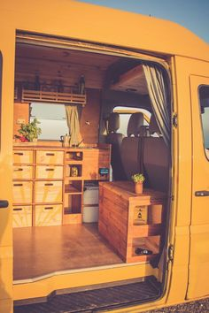 Camper van interior design and organization ideas (41) #carcampingorganizationvehicle #camperdesignideas #campervaninterior