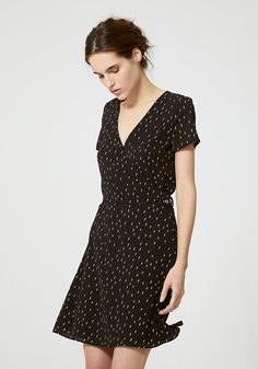 Robe noire imprimé éclair IKKS | Mode Printemps Eté Robe Tweed, Short Sleeve Dresses, Dresses With Sleeves, Pulls, Latest Fashion, Couture, Coaching, Dress Black, Leather Jackets