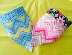 2-pack reversible Chevron Collar Raps.  One is Pink & reverses to a pink bird print.  The other chevron is aqua and reverses to a sunny look