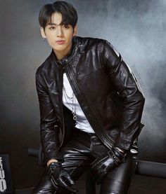 Jungkook a boss one of the richest man of Korea and business man , also a wanted criminal. Taehyung a normal guy with his parents , but his father just could. Foto Jungkook, Foto Bts, Jungkook Abs, Jungkook Fanart, Jungkook Cute, Bts Bangtan Boy, Bts Taehyung, Jungkook School, Jungkook 2018