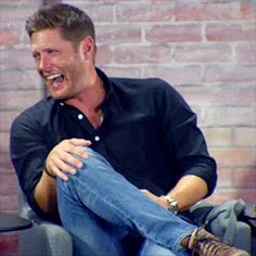 Jensen laughing at Jared's Pirate!Mar impression lol, sdcc16
