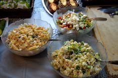 Koska teistä niin monet kaipailivat juhlissamme tarjoiltujen salaattien reseptejä, aionkin nyt julkaista ne teille. Salaatit kruunasivat suola…