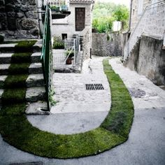 TAPIS ROUGE! BY GAËLLE VILLEDARY- invert the intervention in the 'urban' area from artificial to natural materials