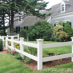 Simple clean modern front yard landscaping ideas - All For Garden Modern Landscape Design, Traditional Landscape, Landscape Plans, Post And Rail Fence, Split Rail Fence, Fence Posts, Modern Front Yard, Front Yard Fence, Low Fence