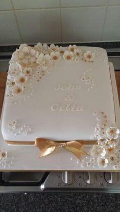 [original_tittle] – The Dotti Cake Company [pin_tittle] Golden Anniversary Cake… Golden Anniversary Cake, 50th Wedding Anniversary Cakes, Diamond Wedding Anniversary Cake, Anniversary Ideas, Wedding Sheet Cakes, Square Wedding Cakes, Patisserie Fine, Engagement Cakes, Occasion Cakes