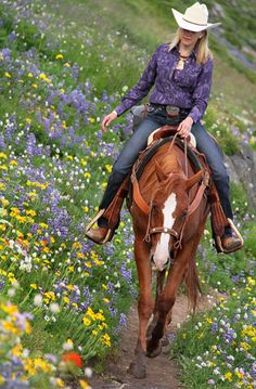 Oh how I would love to ride through a field of wildflowers<3