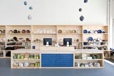Synonymous with mid-century design, Heath Ceramics is a California institution for home décor. Established by Edith Heath—whose original works are displayed in Retail Interior, Interior Exterior, Interior Design, Heath Ceramics, Visual Merchandising, Heath Tile, Ceramic Store, Store Interiors, Home Decor Shops