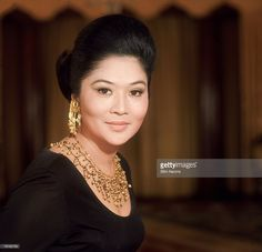 Imelda Trinidad Romualdez-Marcos, the wife of President Ferdinand Marcos of the Philippines, (Photo by Slim Aarons/Getty Images) Ferdinand, Philippine Army, President Of The Philippines, Slim Aarons, Trinidad, Presidents, How To Apply, Lady, Beauty