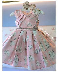 1 million+ Stunning Free Images to Use Anywhere Girls Dresses Sewing, Frocks For Girls, Little Girl Dresses, Kids Dress Wear, Kids Gown, Baby Dress Design, Baby Girl Dress Patterns, Baby Frocks Designs, Kids Frocks Design