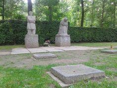 Duitse Militaire Begraafplaats Vladslo 'Het Treurend Ouderpaar' van Käthe Kollwitz