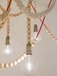 Aarikka - Iloa 60 vuotta! -näyttely 16.11. asti Design Forum Showroom. Reitti-lamppu, suunnittelija Anu Penttinen  Aarikka - 60 years with joy! -jubilee exhibition.
