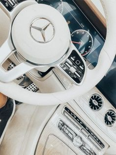 ☆ lunavanderkruk – Mercedes Benz – AMG – You are in the right place about car mustang Here we offer you the most beautiful pictures about … Maserati, Bugatti, Mercedes Benz Suv, Mercedes Benz Interior, Gwagon Mercedes, Mercedes Girl, Fancy Cars, Cool Cars, My Dream Car