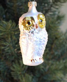 weiße Eule aus Glas, Baumschmuck, Weihnachtsdeko von Weihnachtsromantik auf DaWanda.com Etsy, Christmas Ornaments, Holiday Decor, Home Decor, Clear Ornaments, Christmas Jewelry, White Owls, Mushrooms, Decoration Home