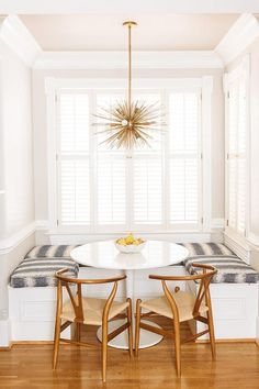 Zoë Feldman is a boutique Washington, DC based interior design firm. Zoe has been decorating homes along the East Coast for over 10 years. Dining Room Remodel, Dining Nook, Room Design, New Home Designs, Home Decor, Interior Design, Small U Shaped Kitchens, Living Room Designs, Kitchen Nook Bench