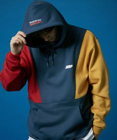 Obtain the latest designer hoodies. Purchase striking hoodies from countless exceptional grand product labels. Bell Co Fashion Hoodies Hoodie Sweatshirts, Pullover Hoodie, Sweater Hoodie, Hoody, Hoodie Outfit, Outfit Jeans, Korean Fashion Trends, Korean Outfits, Menswear
