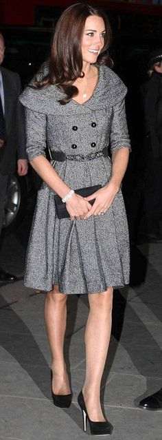 Love this dress! A perfect choice for the colder weather.