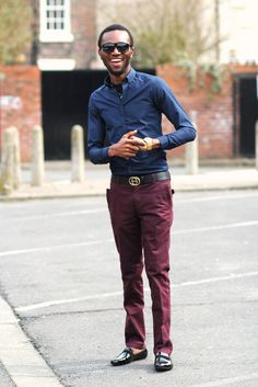 S burgundy pants/trousers, navy blue shirt & patent shoe Maroon Pants, Blue Shirt With Jeans, Navy Blue Shirts, Burgundy Chinos, Burgundy Outfit, Red Chinos, Navy Dress Outfits, Work Outfits, Wine Pants