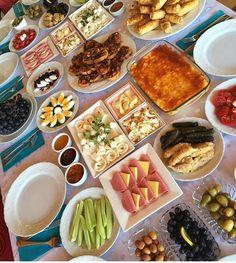 Yemek Turkish Breakfast, Turkish Tea, Breakfast Buffet, Food Platters, Food Decoration, Turkish Recipes, Aesthetic Food, Food Presentation, Easy Meals