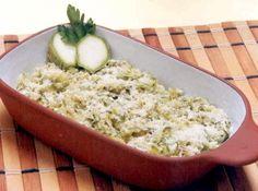 Receita de Abobrinha com Queijo - abobrinha no ralo grosso. Unte um refratário com margarina e arrume camadas de abobrinha e queijo, molhando com leite até t...