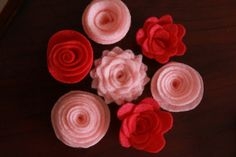 Tutorial on how to make felt flowers.