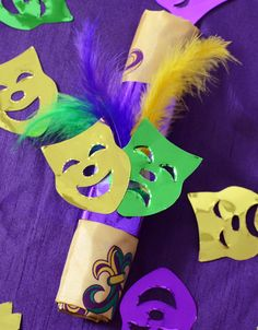 Simple napkin rings made with confetti for a Mardi Gras dinner party. Party Ideas by Mardi Gras Outlet