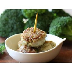 We love to cook with seasonal vegetables and today we offer a new recipe: meatballs broccoli. It is a delicious variation to cook the broccoli. Very simple and tasty. Stand Mixer Recipes, Baby Food Recipes, Cooking Recipes, Vegetable Seasoning, Meatball Recipes, Picky Eaters, Broccoli, Avocado, Food And Drink
