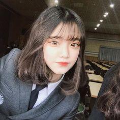 Pinterest // Kimxiety Follow For More! Pretty Korean Girls, Cute Korean Girl, Asian Girl, Ulzzang Short Hair, Ulzzang Korean Girl, Girl Short Hair, Short Hair Cuts, Short Hair Styles, Grunge Girl