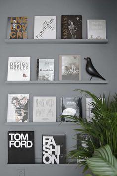 Boekenplanken in grijs