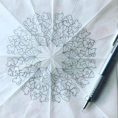 • Bir noktadan başlar sonsuza yayılarak devam eder kainat/ dev bir çiçek gibi... alemler döner; gökadalar döner; kevkebler döner; yıldızlar  döner; semazen döner; derviş döner; hücreler döner; zerreler döner! Ve her şey kendi lisanıyla Yaradanını zikreder. • #tezhip #tazhib #münhani #desen #çizim #drawing #pattern #islamicart #mandala #mandalas #instaart #turkishart #gelenekselsanatlar #klasiksanatlar #tasarım #siramercan